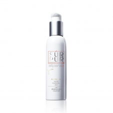 Sur Pur Amber Clean Illume Cleansing Milk repairs and protects the hydrolipidic film leaving skin soft and ready to absorb moisture.